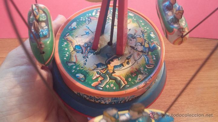 Juguetes antiguos de hojalata: JUGUETE CARRUSEL DE HOJALATA - Foto 3 - 105127448