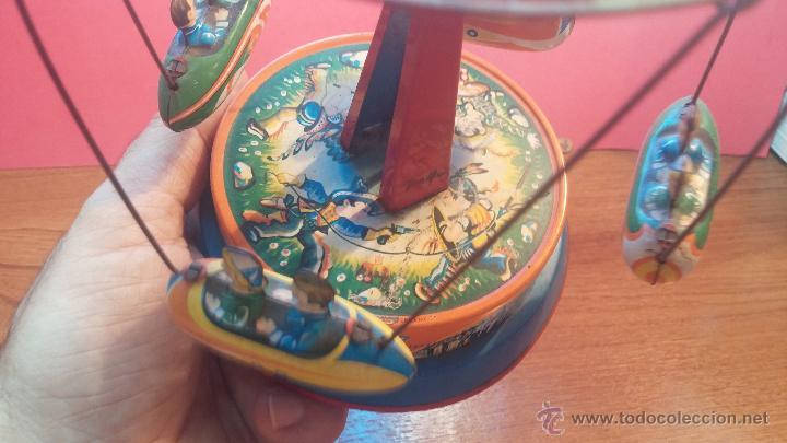 Juguetes antiguos de hojalata: JUGUETE CARRUSEL DE HOJALATA - Foto 4 - 105127448