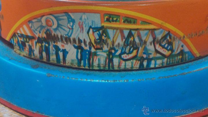 Juguetes antiguos de hojalata: JUGUETE CARRUSEL DE HOJALATA - Foto 12 - 105127448