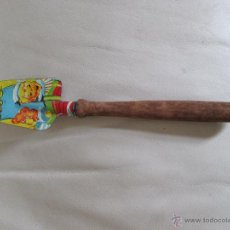 Juguetes antiguos de hojalata: ANTIGUA PALA DE HOJALATA LITOGRAFIADA. Lote 139760385