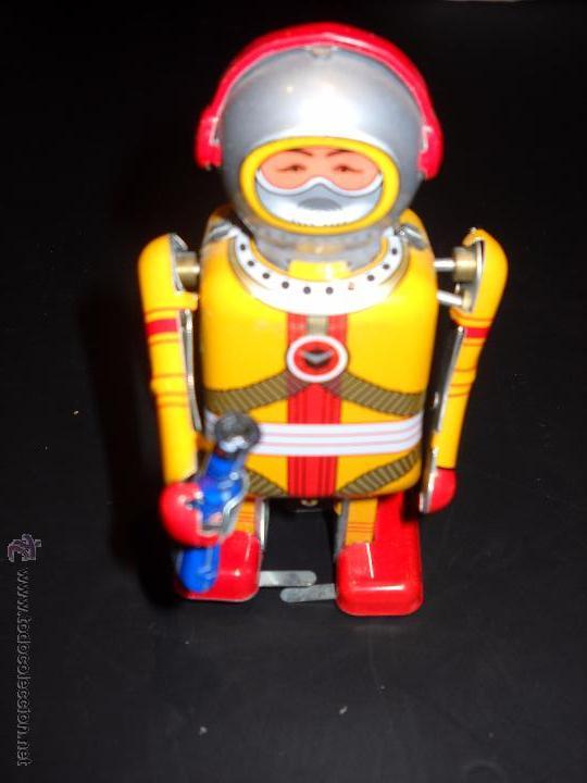 ROBOT A CUERDA (Juguetes - Juguetes de Hojalata: Reproducciones y Actuales )