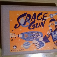 Juguetes antiguos de hojalata: PISTOLA ESPACIAL SPACE GUN DE YONEZAWA MADE IN JAPAN. Lote 160030688