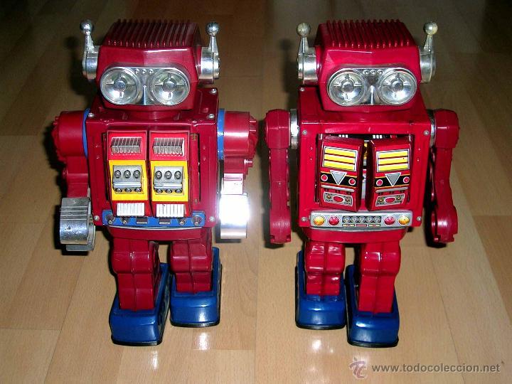 Juguetes antiguos de hojalata: Fotografía comparativa con su gemelo a la izquierda (robot no disponible), sellado Made in Japan. - Foto 11 - 54587619