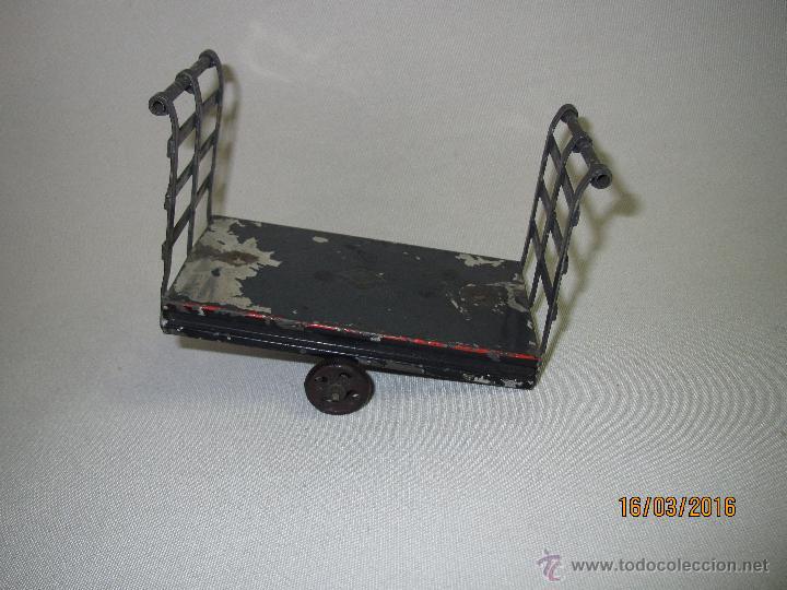 Juguetes antiguos de hojalata: Antiguo Carro Maletero de Estación en Hojalata Pintada y Estañada de GBN BING Bavaria - Año 1910-20s - Foto 4 - 55160359