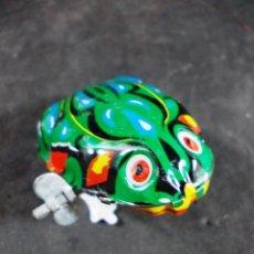 Juguetes antiguos de hojalata: ANTIGUA RANITA DE HOJALATA MADE IN CHINA. Lote 55366799