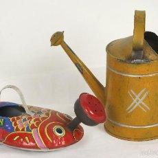 Juguetes antiguos de hojalata: PAREJA DE REGADERAS EN HOJALATA. SIGLO XX.. Lote 56542817