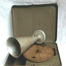 Juguetes antiguos de hojalata: JUGUETE PIGMYPHONE FONOGRAFO GRAMOFONO ALEMANIA AÑOS 20, FUNCIONA, DE HOJALATA. MED. 19 X 8 X 8 CM. Lote 56740213