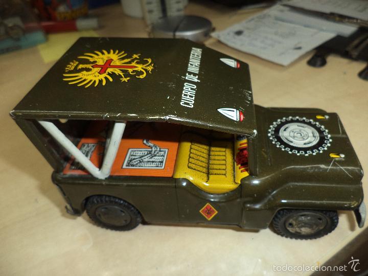 Juguetes antiguos de hojalata: Jeep Militar del Ejército de Tierra - Infantería.Payva España, a fricción.Hojalata. - Foto 2 - 57100172