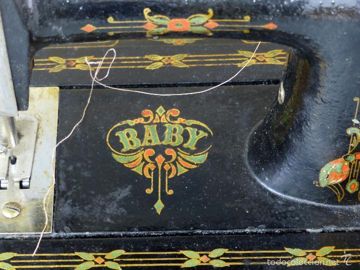 Juguetes antiguos de hojalata: Máquina de coser Baby París Hierro litografíado Unis France años 30 no funciona - Foto 5 - 57185093