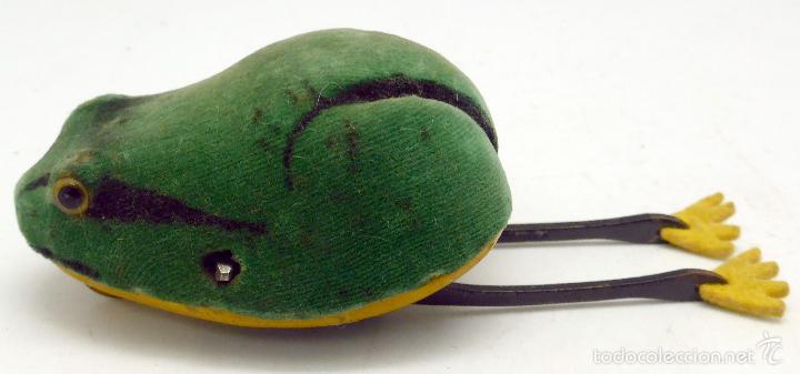 Juguetes antiguos de hojalata: Rana hojalata a cuerda Schuco recubierta tela Made in Germany Funciona - Foto 3 - 57345713