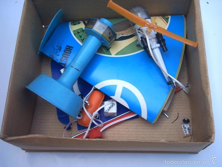 Juguetes antiguos de hojalata: SOS HELICOPTER CARGO LIFT - ILLCO - HONG -KONG-rescate - Foto 3 - 57364976