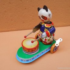 Juguetes antiguos de hojalata: JUGUETE DE HOJALATA OSITO CON TAMBOR. Lote 57818063