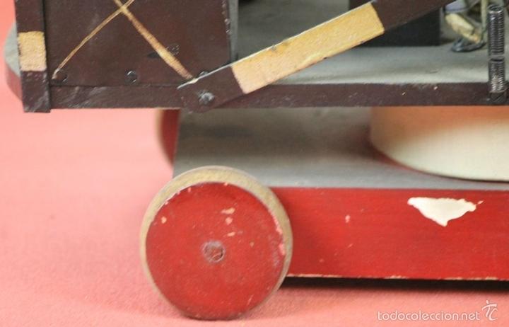Juguetes antiguos de hojalata: EXCAVADORA ARTICULADA. JUGUETE EN HOJALATA. ESPAÑA. PRINCIPIOS SIGLO XX. - Foto 4 - 57951892