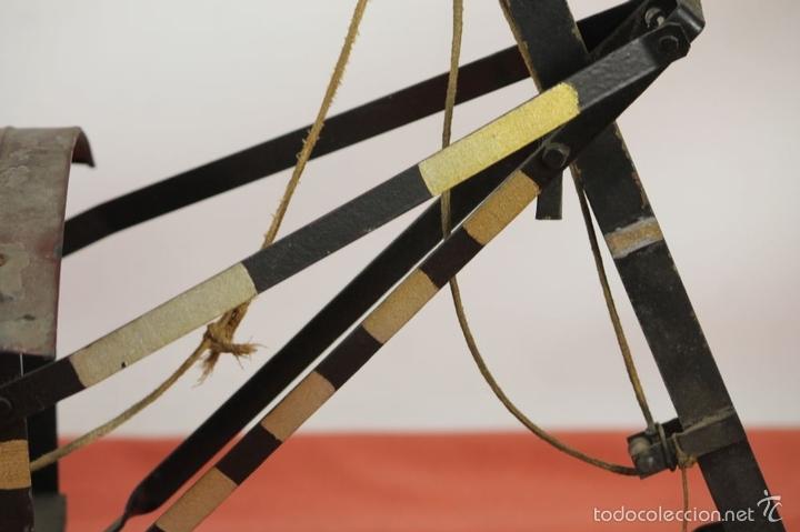 Juguetes antiguos de hojalata: EXCAVADORA ARTICULADA. JUGUETE EN HOJALATA. ESPAÑA. PRINCIPIOS SIGLO XX. - Foto 8 - 57951892