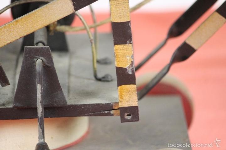 Juguetes antiguos de hojalata: EXCAVADORA ARTICULADA. JUGUETE EN HOJALATA. ESPAÑA. PRINCIPIOS SIGLO XX. - Foto 13 - 57951892