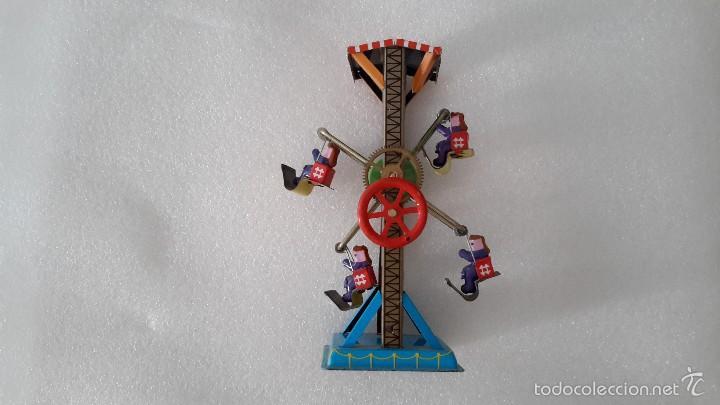 Juguetes antiguos de hojalata: NORIA CON PERSONAJES. CON VOLANTE. - Foto 2 - 58077689