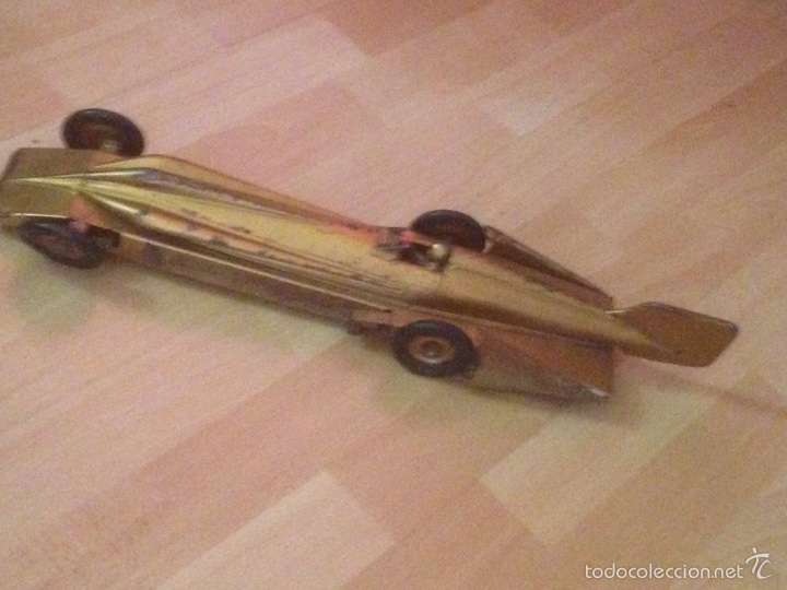 Juguetes antiguos de hojalata: Antiguo coche de hojalata a cuerda golden arrow flecha de oro.mide 50 cm - Foto 2 - 58437282