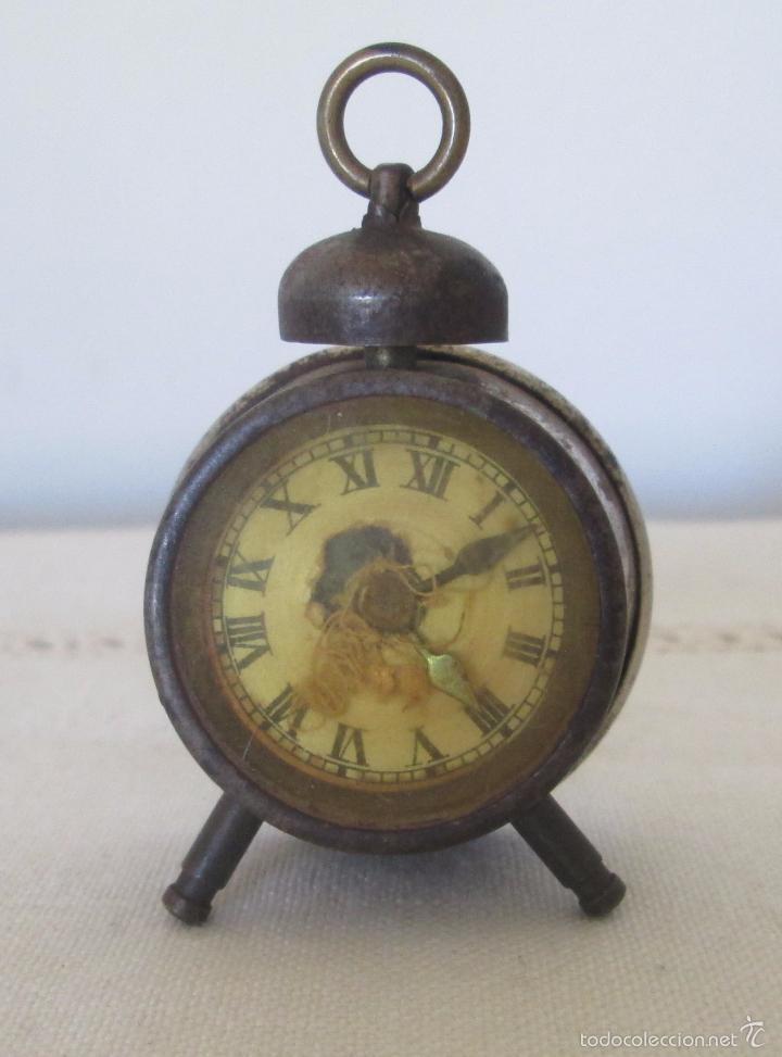 Juguetes antiguos de hojalata: Antiguo mini reloj en lata - Foto 2 - 58447837