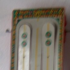Juguetes antiguos de hojalata: PISTA COCHES RIMA, PLATAFORMA PISTA METAL, RESTO PLASTICO. Lote 58736058