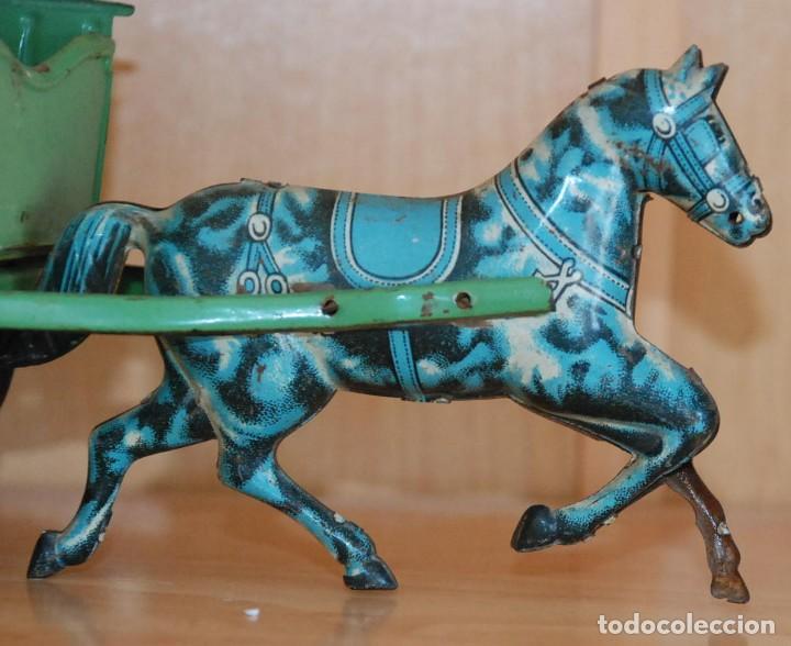 Juguetes antiguos de hojalata: RARO CARRO - CARRETA CON CAMPESINO VERDE HOJALATA RICO - Foto 7 - 61934456