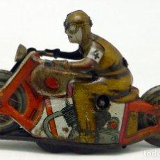 Juguetes antiguos de hojalata: MOTO NO CAE MOTORISTA PAYÁ HOJALATA A CUERDA AÑOS 30 - 40 NO FUNCIONA. Lote 63902367