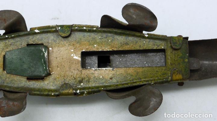Juguetes antiguos de hojalata: Cocodrilo Payá hojalata mecanismo manual 1920 No funciona bien - Foto 6 - 63905863