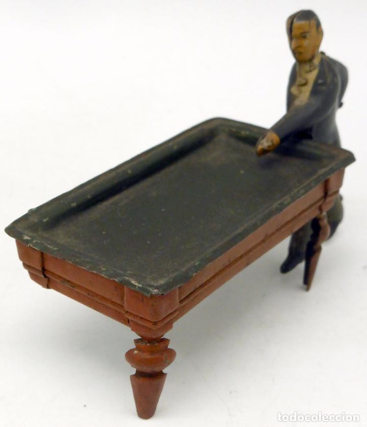 Juguetes antiguos de hojalata: Jugador billar con mesa Verdu y Cía hojalata litografiada hacia 1915 - Foto 2 - 63907931