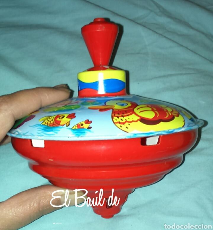 Juguetes antiguos de hojalata: Trompo o peonza de lata. Nueva, años 70 - Foto 2 - 67855125