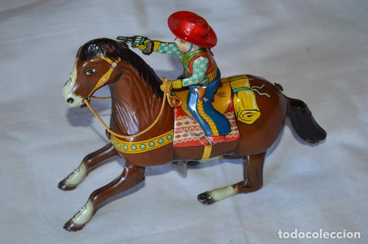 VINTAGE AÑOS 50 - HAJI - MADE IN JAPAN - WESTERN COWBOY ON HORSE TIN WINDUP TOY ¡BUEN ESTADO! (Juguetes - Juguetes Antiguos de Hojalata Internacionales)