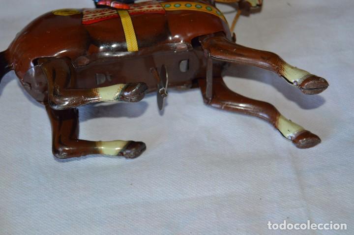 Juguetes antiguos de hojalata: VINTAGE Años 50 - HAJI - Made in JAPAN - WESTERN COWBOY ON HORSE TIN WINDUP TOY ¡Buen estado! - Foto 3 - 68730329