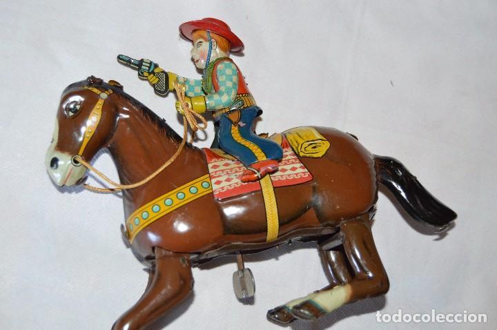Juguetes antiguos de hojalata: VINTAGE Años 50 - HAJI - Made in JAPAN - WESTERN COWBOY ON HORSE TIN WINDUP TOY ¡Buen estado! - Foto 5 - 68730329