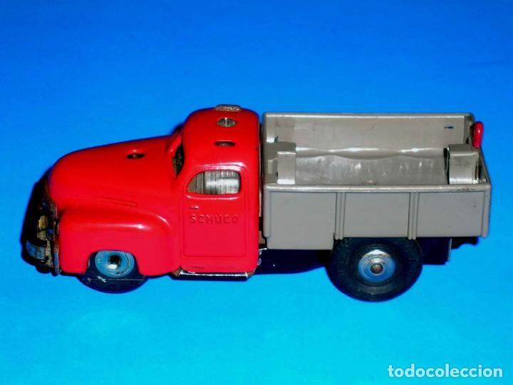 Juguetes antiguos de hojalata: Camión volquete Schuco Varianto Elektro 3112, eléctrico, made in Germany, original años 50. - Foto 2 - 68954061
