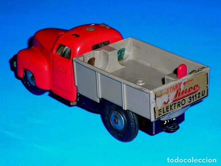 Juguetes antiguos de hojalata: Camión volquete Schuco Varianto Elektro 3112, eléctrico, made in Germany, original años 50. - Foto 3 - 68954061