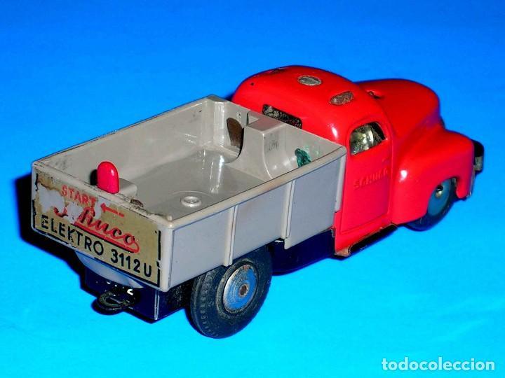 Juguetes antiguos de hojalata: Camión volquete Schuco Varianto Elektro 3112, eléctrico, made in Germany, original años 50. - Foto 4 - 68954061