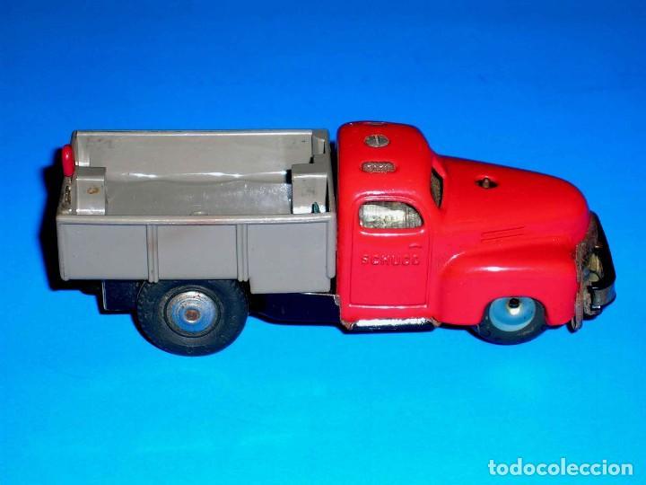 Juguetes antiguos de hojalata: Camión volquete Schuco Varianto Elektro 3112, eléctrico, made in Germany, original años 50. - Foto 5 - 68954061