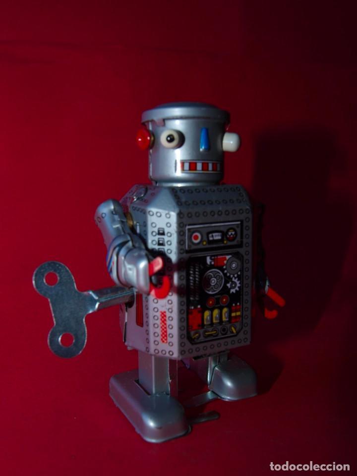 Juguetes antiguos de hojalata: ROBOT DE HOJALATA A CUERDA MS 249 - MADE IN CHINA - Foto 3 - 74300863
