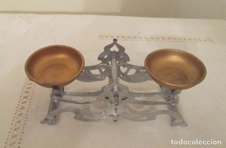 Juguetes antiguos de hojalata: Antigua balanza en hojalata pintada a mano - Foto 3 - 76046131