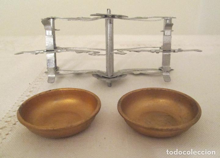 Juguetes antiguos de hojalata: Antigua balanza en hojalata pintada a mano - Foto 5 - 76046131
