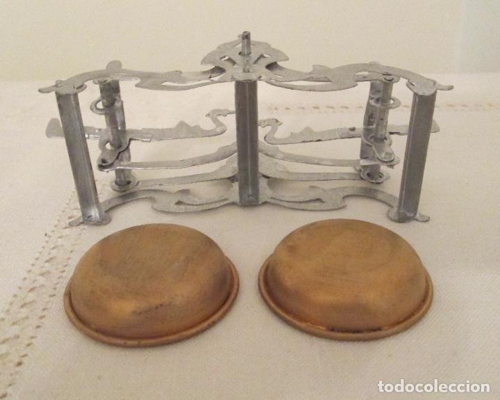 Juguetes antiguos de hojalata: Antigua balanza en hojalata pintada a mano - Foto 6 - 76046131