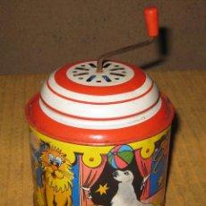 Juguetes antiguos de hojalata: LATA ,CAJA MUSICAL INFANTIL, AÑOS 50/60,WEST GERMANY. . Lote 76650627