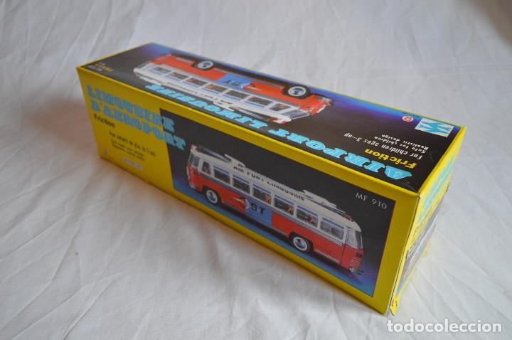 Juguetes antiguos de hojalata: Antiguo autobús Airport limousine MF 910. A fricción. romanjuguetesymas. - Foto 3 - 78142565
