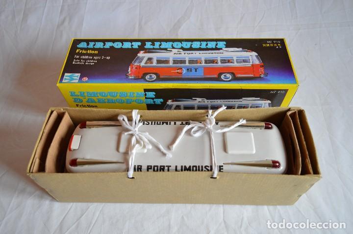 Juguetes antiguos de hojalata: Antiguo autobús Airport limousine MF 910. A fricción. romanjuguetesymas. - Foto 4 - 78142565