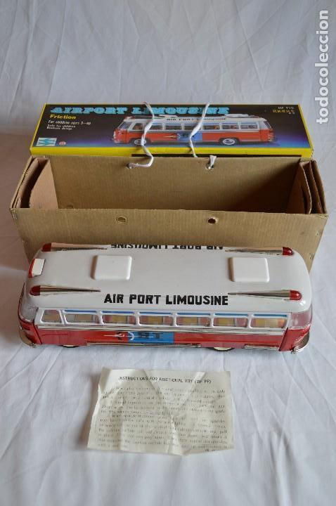 Juguetes antiguos de hojalata: Antiguo autobús Airport limousine MF 910. A fricción. romanjuguetesymas. - Foto 5 - 78142565
