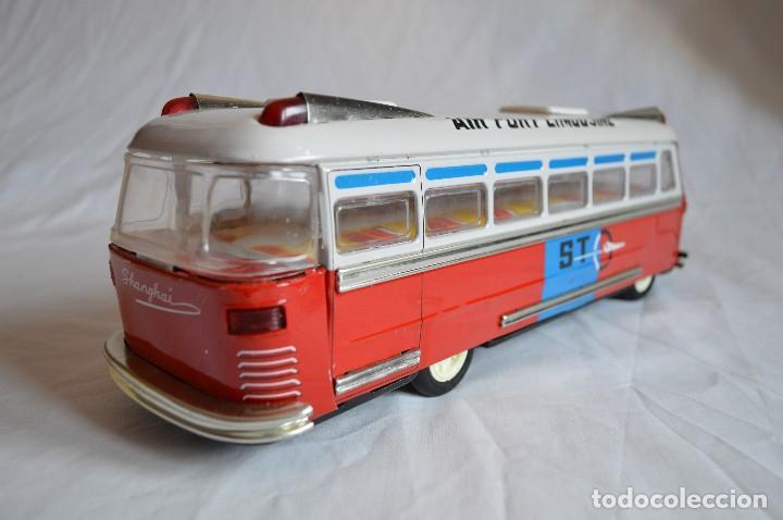 Juguetes antiguos de hojalata: Antiguo autobús Airport limousine MF 910. A fricción. romanjuguetesymas. - Foto 8 - 78142565