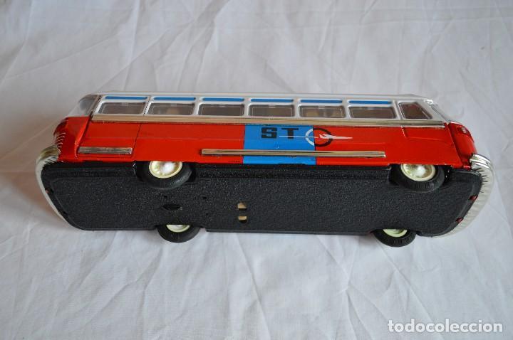 Juguetes antiguos de hojalata: Antiguo autobús Airport limousine MF 910. A fricción. romanjuguetesymas. - Foto 10 - 78142565