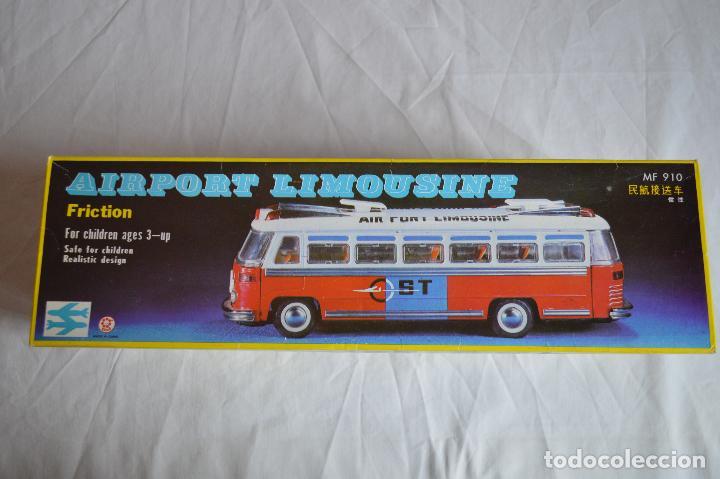 Juguetes antiguos de hojalata: Antiguo autobús Airport limousine MF 910. A fricción. romanjuguetesymas. - Foto 11 - 78142565
