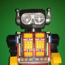 Juguetes antiguos de hojalata: ROBOT DE HOJALATA DE LA CASA HORIKAWA (MADE IN JAPAN) , AÑOS 60. (FUNCIONANDO). Lote 79256257