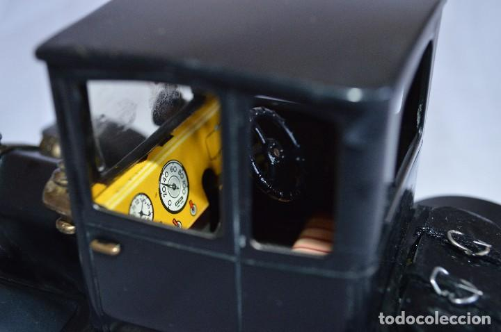 Juguetes antiguos de hojalata: Antiguo coche metálico Ford coupé Consul Oldtimer. Schuco. Alemania. romanjuguetesymas. - Foto 6 - 80318053