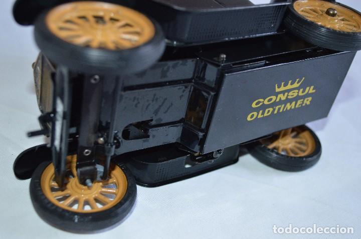 Juguetes antiguos de hojalata: Antiguo coche metálico Ford coupé Consul Oldtimer. Schuco. Alemania. romanjuguetesymas. - Foto 9 - 80318053