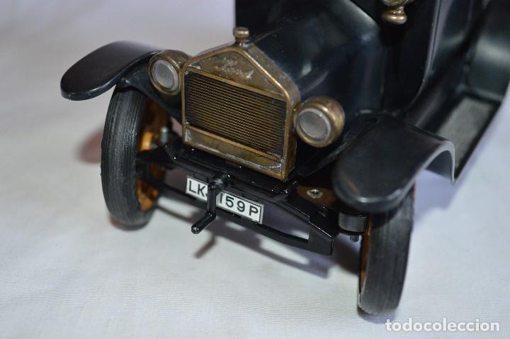 Juguetes antiguos de hojalata: Antiguo coche metálico Ford coupé Consul Oldtimer. Schuco. Alemania. romanjuguetesymas. - Foto 10 - 80318053